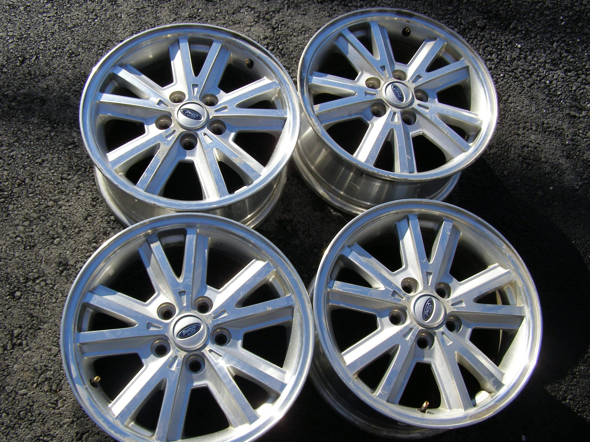 (4) Used 16×7 5×4 1/2, 5 split spoke w/spinner cap, wheels fit 2005 thru  2009 Mustangs. Some oxidation with normal scuffs and scratches make a nice  snow ...